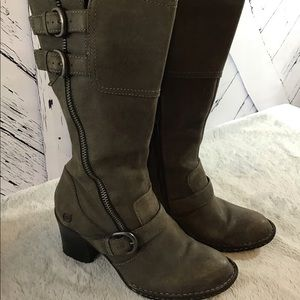 Born Leather Boots in Excellent Condition